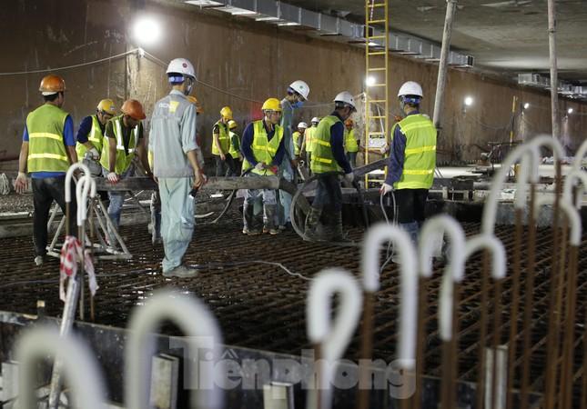 Trắng đêm đổ bê tông hợp long ga ngầm trên phố Kim Mã ảnh 2