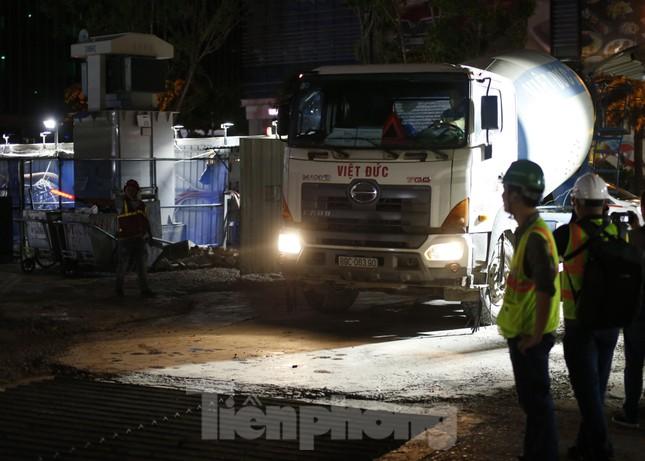 Trắng đêm đổ bê tông hợp long ga ngầm trên phố Kim Mã ảnh 11