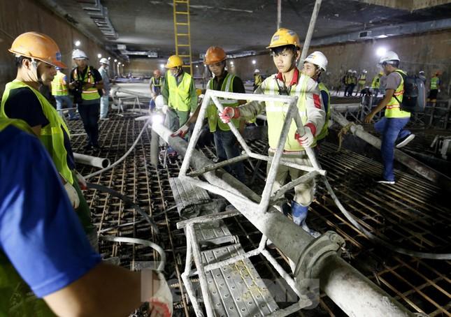 Trắng đêm đổ bê tông hợp long ga ngầm trên phố Kim Mã ảnh 3