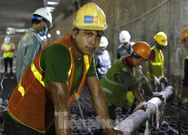 Trắng đêm đổ bê tông hợp long ga ngầm trên phố Kim Mã ảnh 9