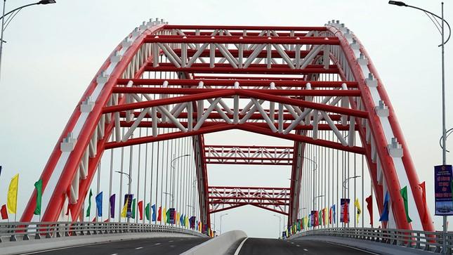 Cận cảnh cây cầu 'Cánh chim biển' của thành phố Hải Phòng ảnh 4