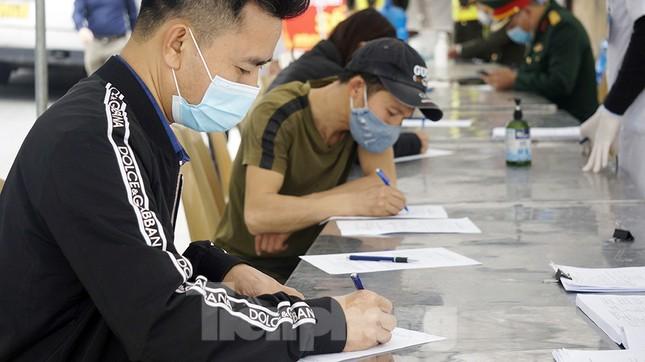 Cận cảnh các chốt kiểm soát người từ Quảng Ninh, Hải Dương về TP Hải Phòng ảnh 4