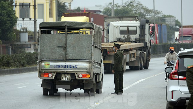 Cận cảnh các chốt kiểm soát người từ Quảng Ninh, Hải Dương về TP Hải Phòng ảnh 6
