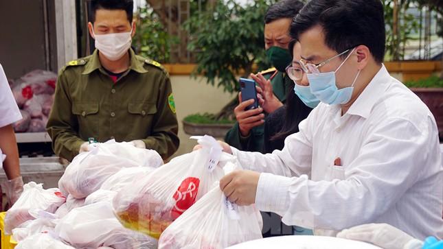 TP Hải Phòng tiếp tế gần 8 tấn gạo, thịt cho người dân khu phong tỏa ảnh 5