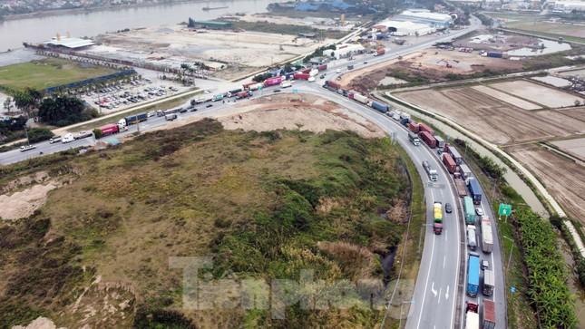 Xe tải, container nối đuôi hàng km trên cao tốc Hà Nội - Hải Phòng chờ khai báo y tế ảnh 9