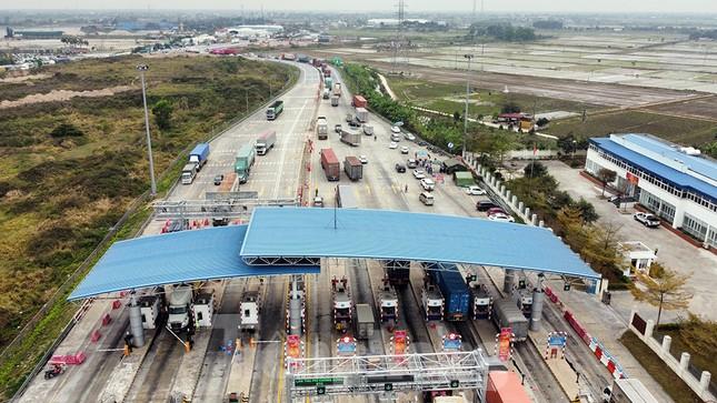 Xe tải, container nối đuôi hàng km trên cao tốc Hà Nội - Hải Phòng chờ khai báo y tế ảnh 5