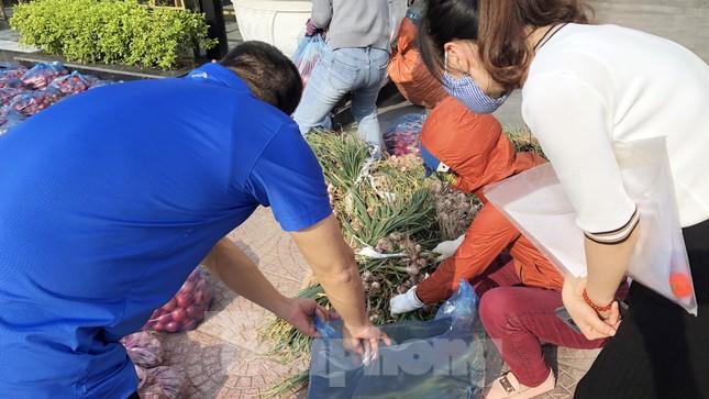 Nữ giáo viên cùng bạn giải cứu hàng chục tấn nông sản huyện Tiên Lãng ảnh 7