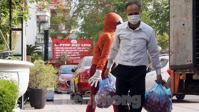 Nữ giáo viên cùng bạn giải cứu hàng chục tấn nông sản huyện Tiên Lãng ảnh 3