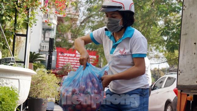 Nữ giáo viên cùng bạn giải cứu hàng chục tấn nông sản huyện Tiên Lãng ảnh 4