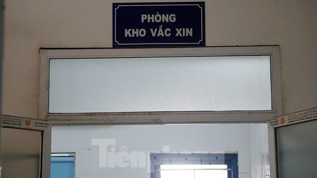 Bí thư Hải Dương thị sát nơi tiêm lượt vắc-xin ngừa COVID-19 đầu tiên ảnh 9