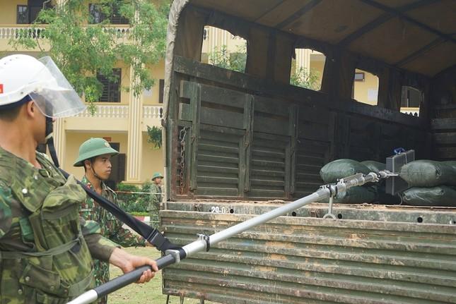Mục kích lính công binh huấn luyện chống khủng bố ảnh 9