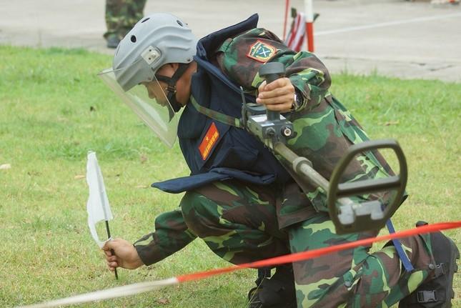 Mục kích lính công binh huấn luyện chống khủng bố ảnh 2