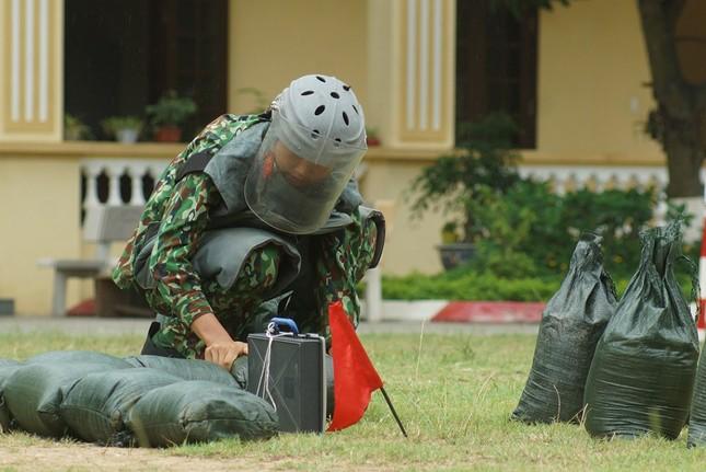 Mục kích lính công binh huấn luyện chống khủng bố ảnh 6