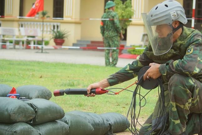 Mục kích lính công binh huấn luyện chống khủng bố ảnh 8