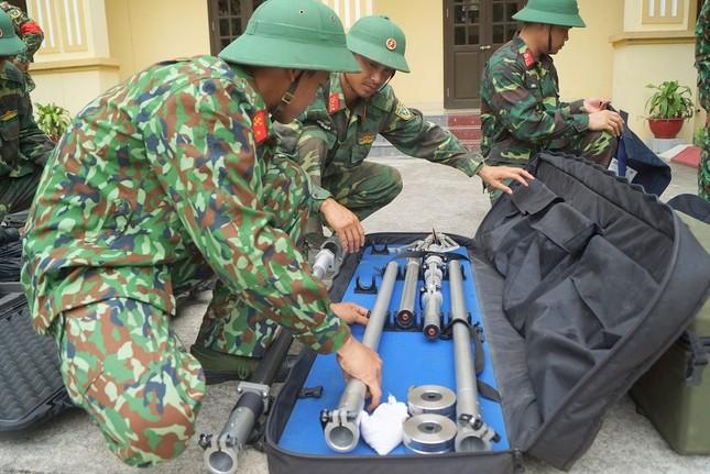 Mục kích lính công binh huấn luyện chống khủng bố ảnh 10