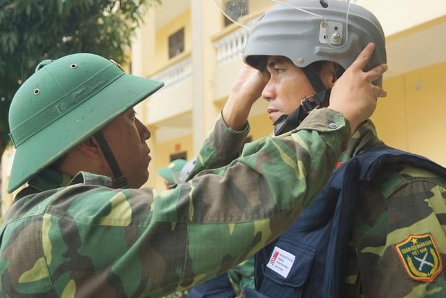 Mục kích lính công binh huấn luyện chống khủng bố ảnh 12