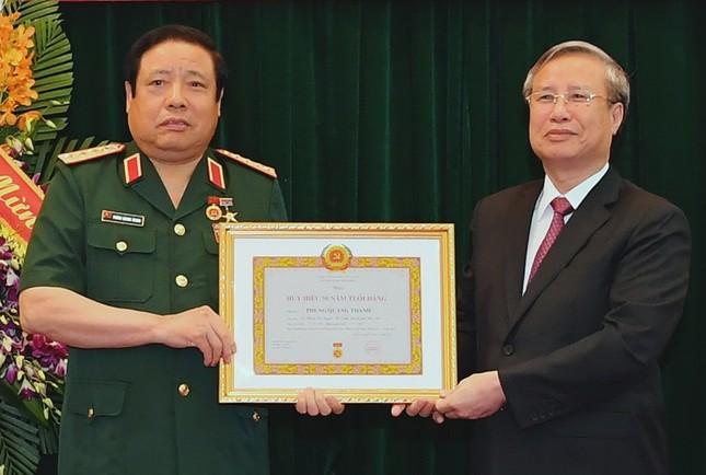 Trao Huy hiệu Đảng cho 2 Đại tướng Quân đội ảnh 1
