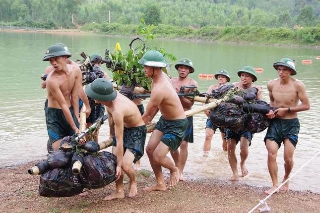 Cận cảnh trung đoàn bộ binh diễn tập vòng tổng hợp ảnh 5