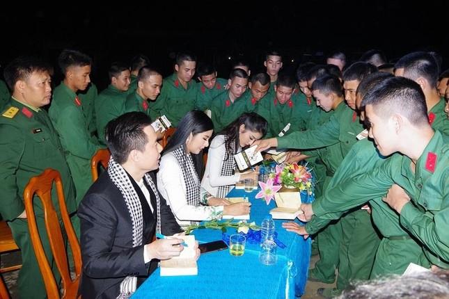 Giao lưu 'Ra quân quyết thắng' tại Nghệ An ảnh 4