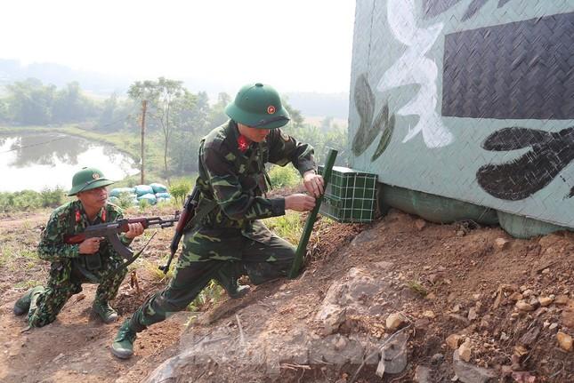 Cận cảnh cuộc diễn tập khu vực phòng thủ mang mật danh PT-19 ở Phú Thọ ảnh 1