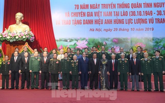Trao tặng danh hiệu Anh hùng cho Quân tình nguyện và Chuyên gia Việt Nam tại Lào ảnh 7