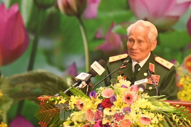 Trao tặng danh hiệu Anh hùng cho Quân tình nguyện và Chuyên gia Việt Nam tại Lào ảnh 6