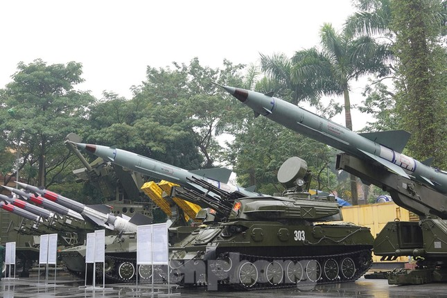 Cận cảnh ngư lôi, tổ hợp tên lửa của Quân đội nhân dân Việt Nam ảnh 1