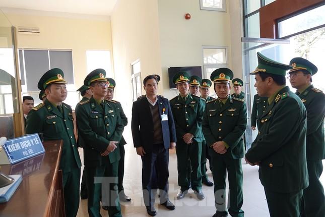 Bảy tỉnh tiếp giáp Trung Quốc sẵn sàng ứng phó với dịch nCoV ảnh 3