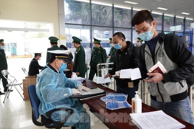 Bảy tỉnh tiếp giáp Trung Quốc sẵn sàng ứng phó với dịch nCoV ảnh 9