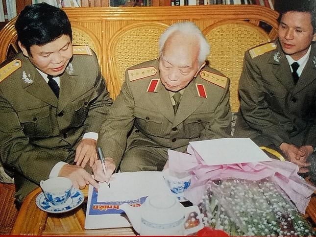 Tuổi trẻ Quân đội tiếp bước cha anh, phát huy truyền thống ảnh 2