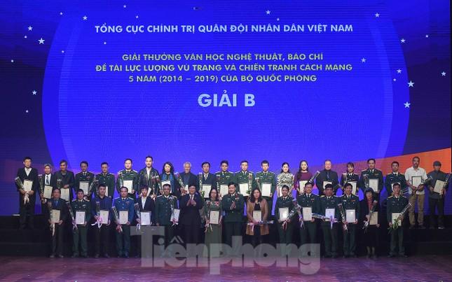 Bộ Quốc phòng trao tặng giải thưởng văn học, nghệ thuật, báo chí 5 năm ảnh 2