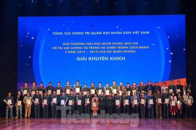 Bộ Quốc phòng trao tặng giải thưởng văn học, nghệ thuật, báo chí 5 năm ảnh 6