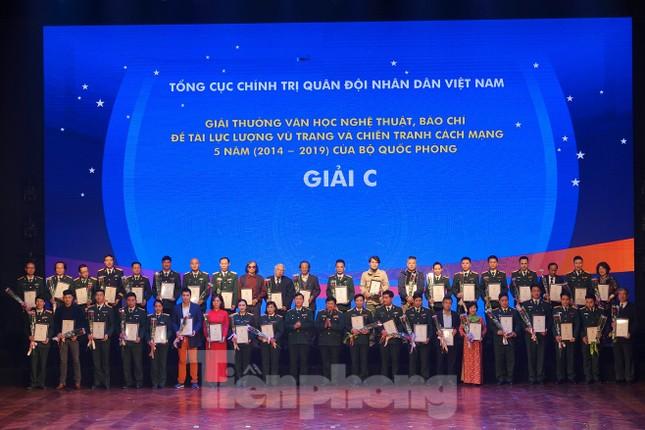 Bộ Quốc phòng trao tặng giải thưởng văn học, nghệ thuật, báo chí 5 năm ảnh 3