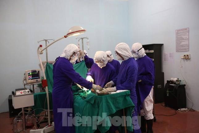 Cận cảnh Bệnh viện dã chiến truyền nhiễm số 1 thực hành chống Covid-19 ảnh 8