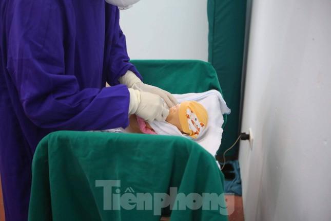Cận cảnh Bệnh viện dã chiến truyền nhiễm số 1 thực hành chống Covid-19 ảnh 9