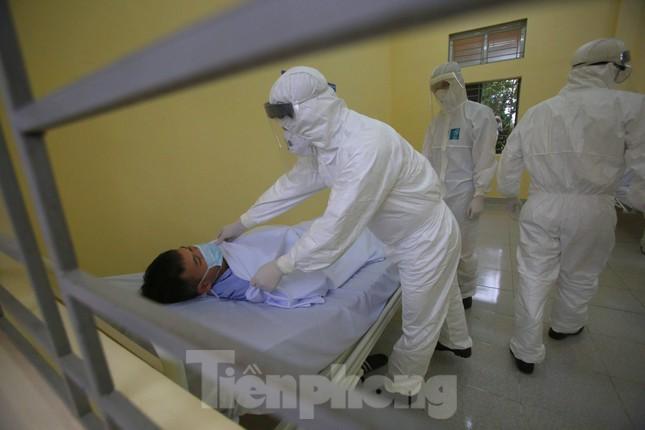 Cận cảnh Bệnh viện dã chiến truyền nhiễm số 1 thực hành chống Covid-19 ảnh 5