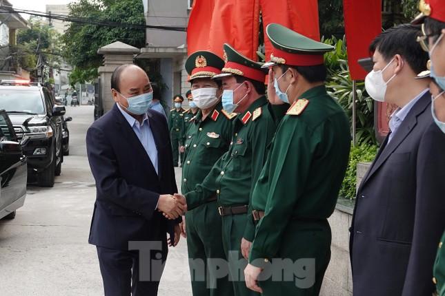 Thủ tướng Nguyễn Xuân Phúc kiểm tra công tác phòng chống dịch Covid-19 của Quân đội ảnh 1