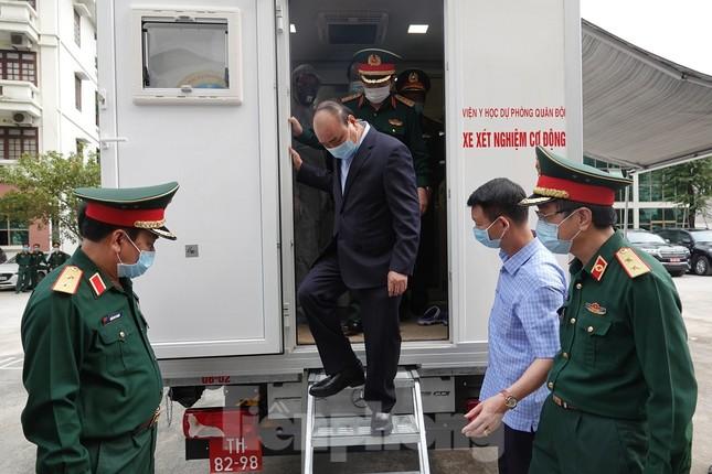 Thủ tướng Nguyễn Xuân Phúc kiểm tra công tác phòng chống dịch Covid-19 của Quân đội ảnh 2