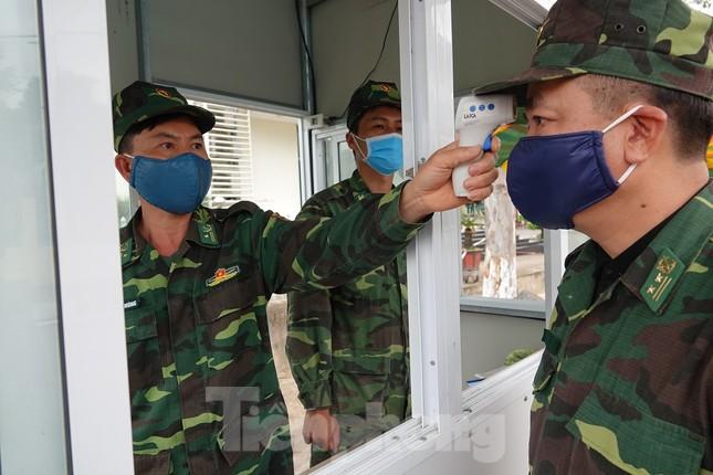 Biên phòng Quảng Ninh ngăn đại dịch COVID-19 ảnh 19