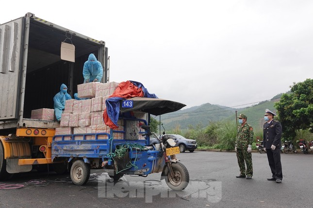 Biên phòng Quảng Ninh ngăn đại dịch COVID-19 ảnh 21