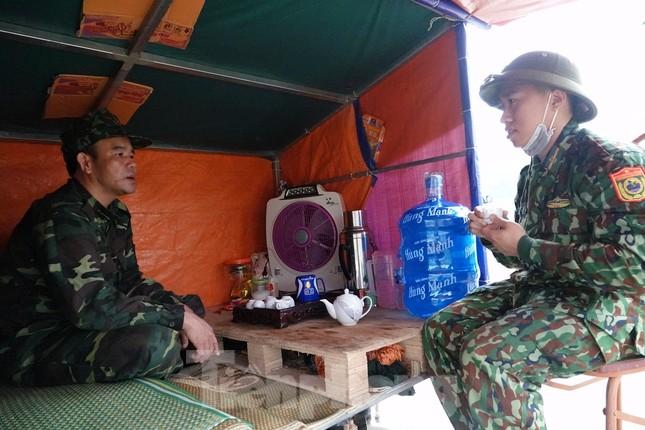 259 học viên Biên phòng lên biên giới dầm mưa chống đại dịch ảnh 12