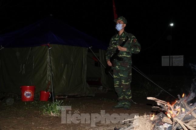 259 học viên Biên phòng lên biên giới dầm mưa chống đại dịch ảnh 8