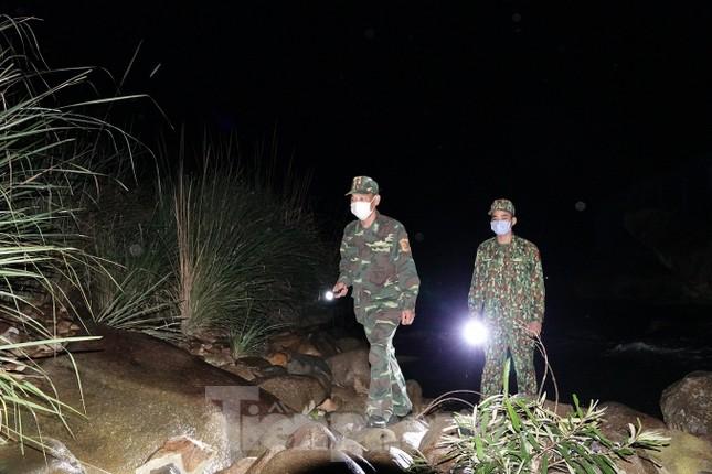 259 học viên Biên phòng lên biên giới dầm mưa chống đại dịch ảnh 1