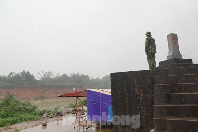 259 học viên Biên phòng lên biên giới dầm mưa chống đại dịch ảnh 4