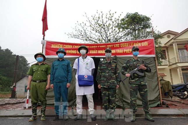259 học viên Biên phòng lên biên giới dầm mưa chống đại dịch ảnh 2