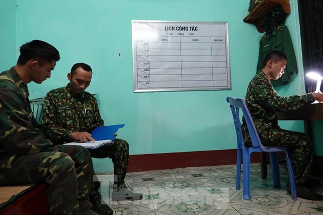 259 học viên Biên phòng lên biên giới dầm mưa chống đại dịch ảnh 14