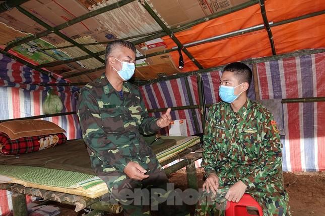 259 học viên Biên phòng lên biên giới dầm mưa chống đại dịch ảnh 10