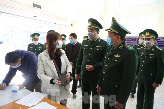 Tư lệnh Hoàng Xuân Chiến: Chú ý đến quyền lợi dân tộc và sinh mạng đồng bào ảnh 1