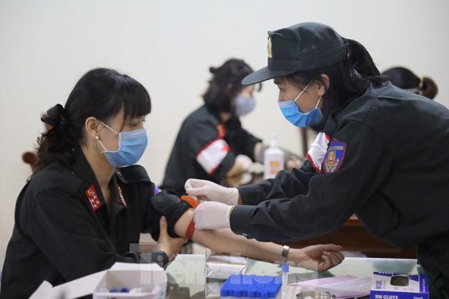 Tư lệnh và đoàn viên Cảnh sát cơ động hiến máu tình nguyện ảnh 3