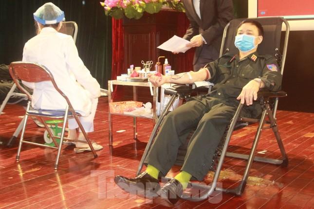 Tư lệnh và đoàn viên Cảnh sát cơ động hiến máu tình nguyện ảnh 2